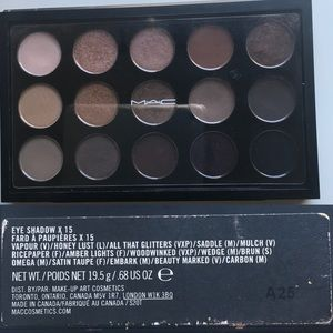 MAC Eyeshadow x 15